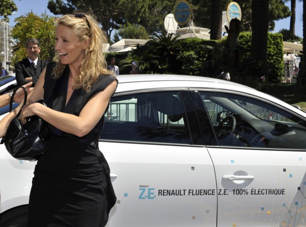 Alexandra Lamy and the Renault Fluence electric