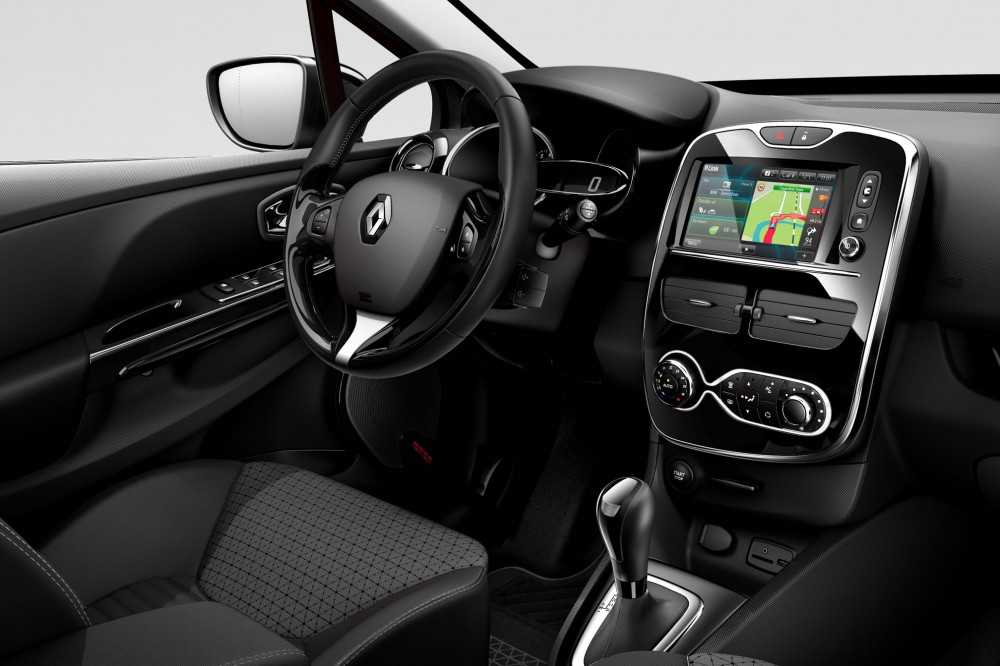 The multimedia infotainment centre of the renault clio 4 for Interieur clio 4