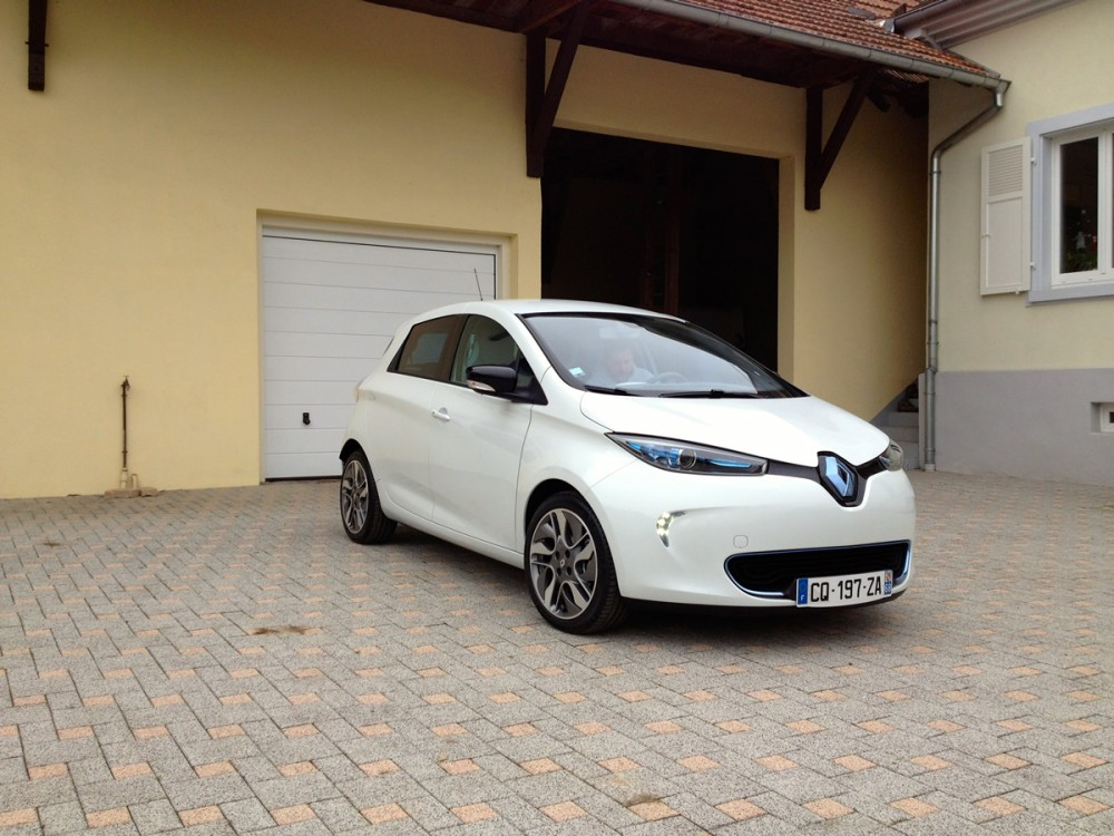 front view of the renault zoe clean car journal. Black Bedroom Furniture Sets. Home Design Ideas