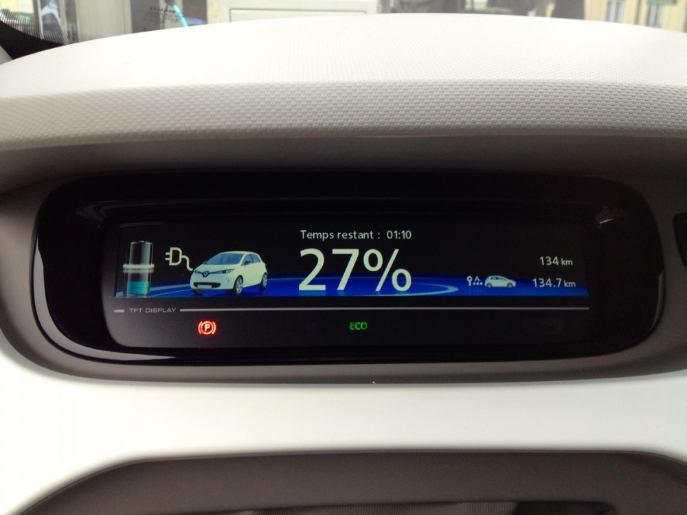 A remaining 27% range is indicated on the dash board.