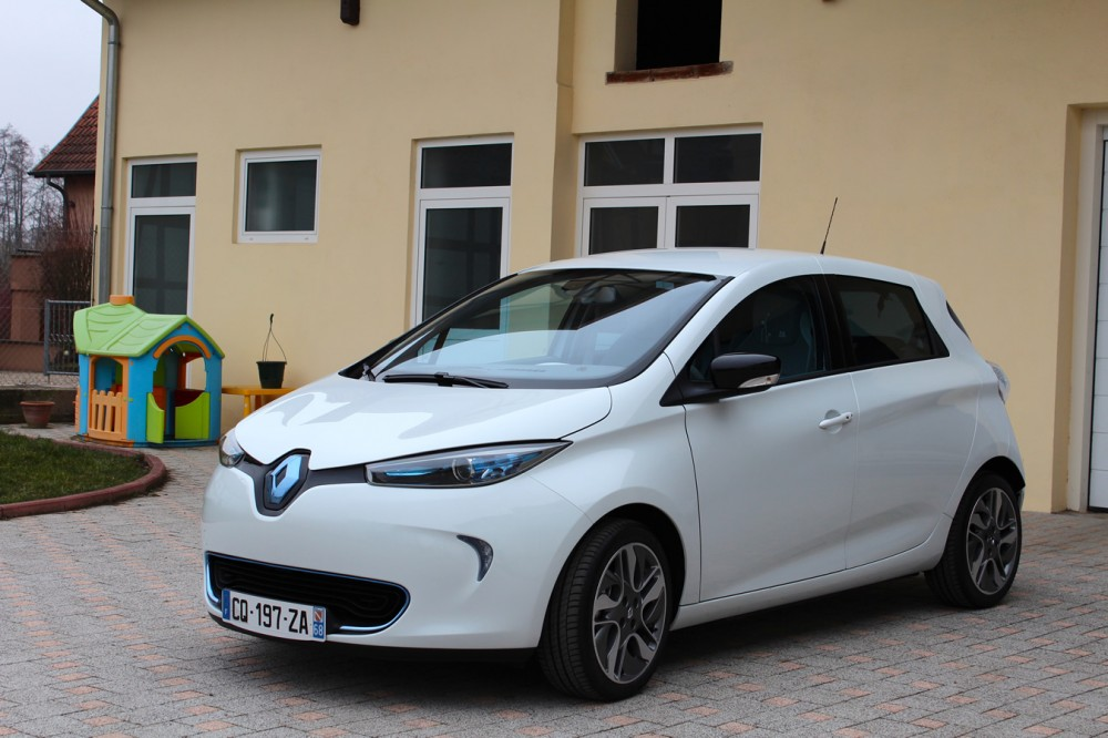 Three-quarters view of the Renault ZOE.