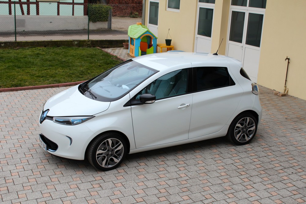 Left side view of the Renault ZOE.