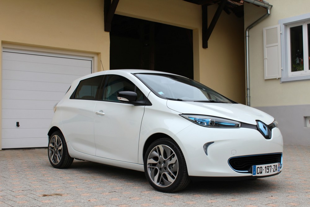 front right three quarters view of the renault zoe clean car journal. Black Bedroom Furniture Sets. Home Design Ideas