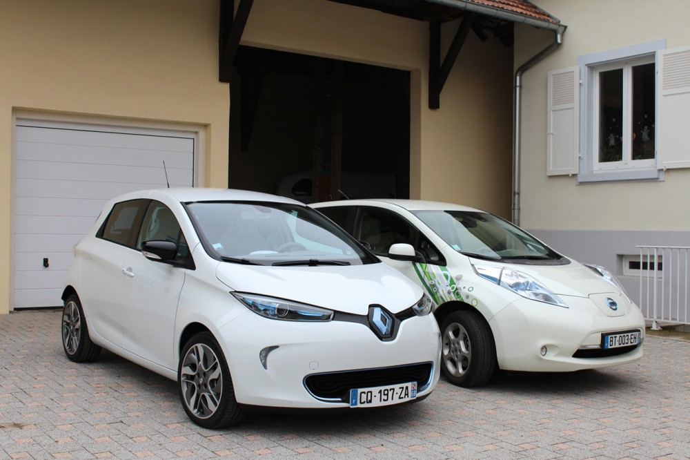 Three-quarters view of the two electric cars.