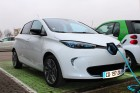 Front view of the Renault ZOE, recharging.