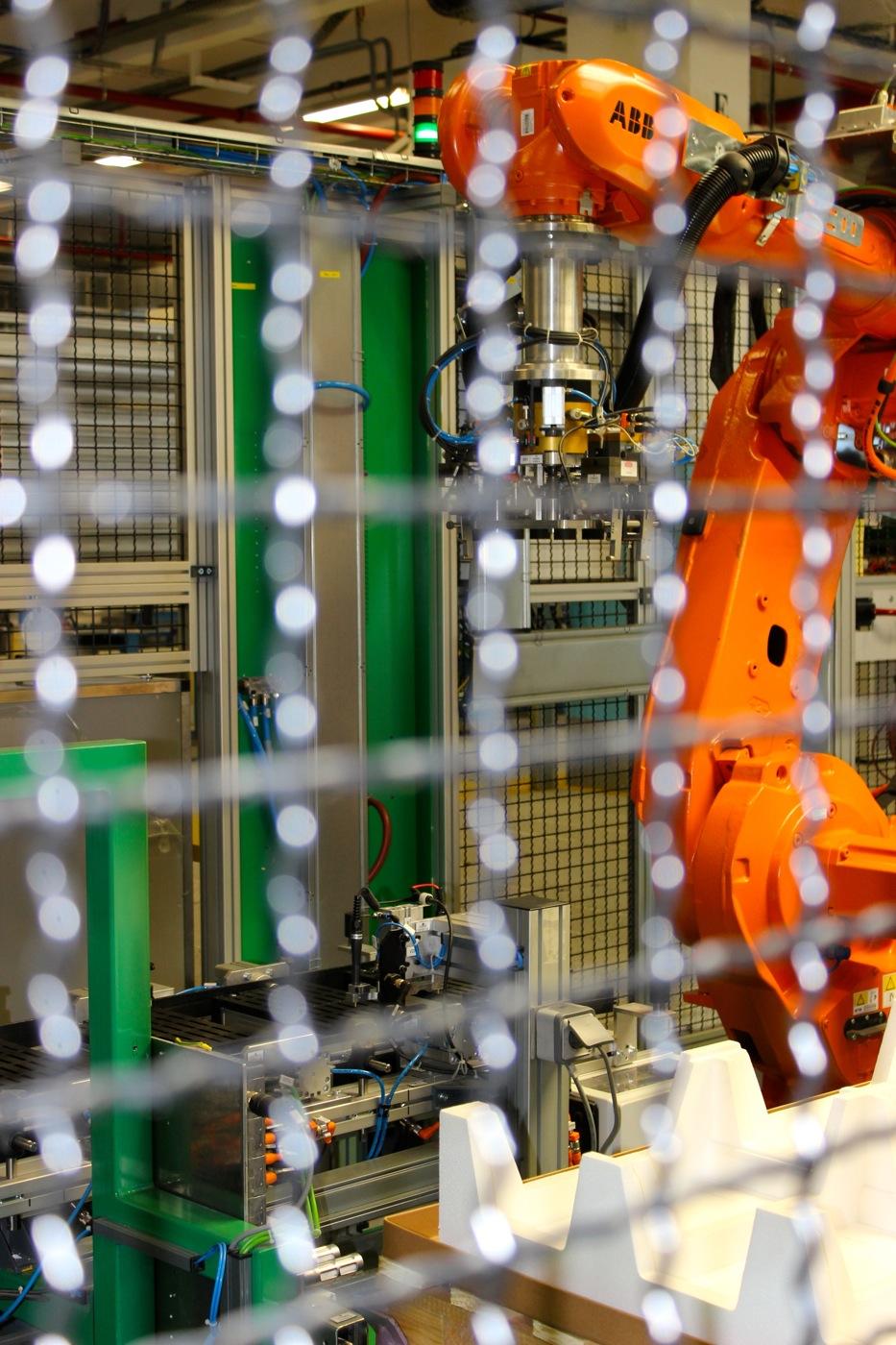 The robot assembling the modules