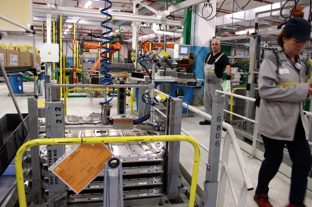 The batteries' assembly line seen from another viewpoint